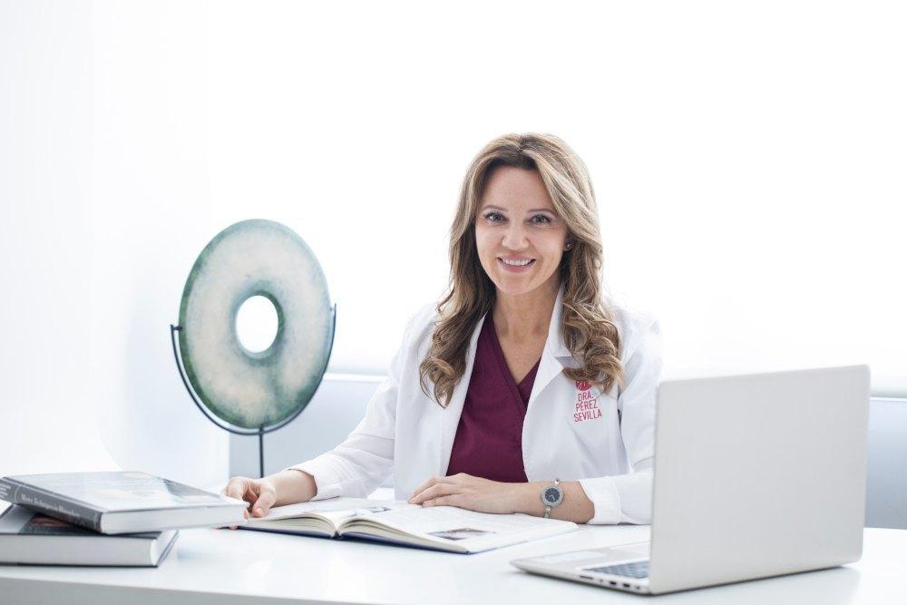 dra perez sevilla cirugia plastica medicina estetica consultas online